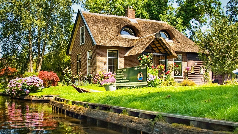 Visit Giethoorn Village in 1 day