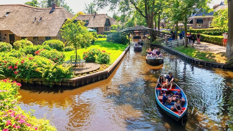Ultimate guide to visit Giethoorn Netherlands