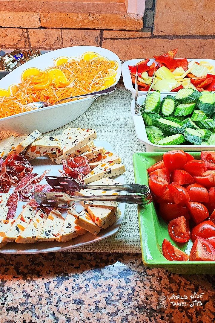 Iaki Food Breakfast Hotel