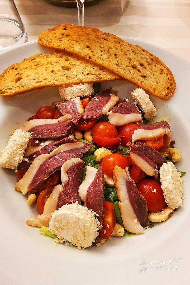Iaki Hotel Food Restaurant