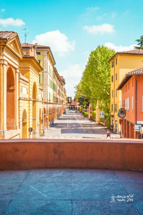 Bologna Street visit the cities of Italy