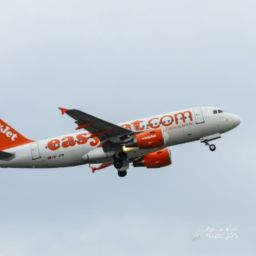 Easy Jet Low Cost Flight Europe London to Paris flight time