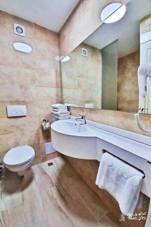 Hotel Terra Neptun Romania Accommodation Bathroom
