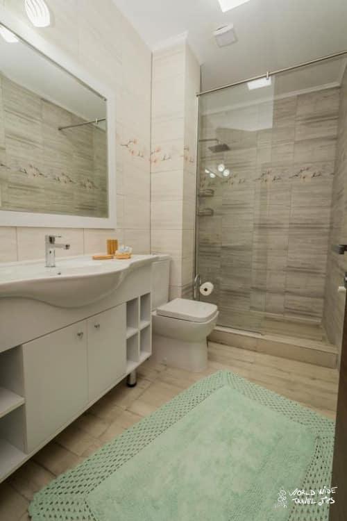 VilaLac Venus Accommodation Bathroom