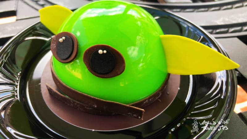 baby Yoda cake Disneyland