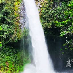 La Fortuna Waterfall in Costa Rica