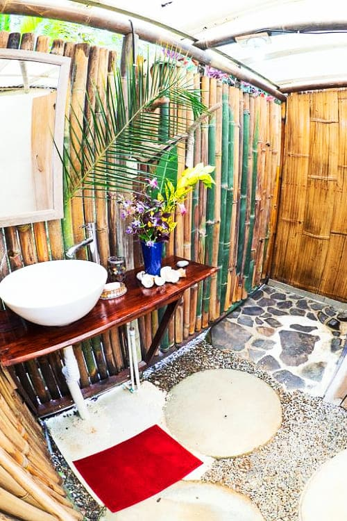 paradise lodge temple costa rica bungalow bathroom