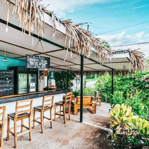 Drift Away Eco Lodge bar