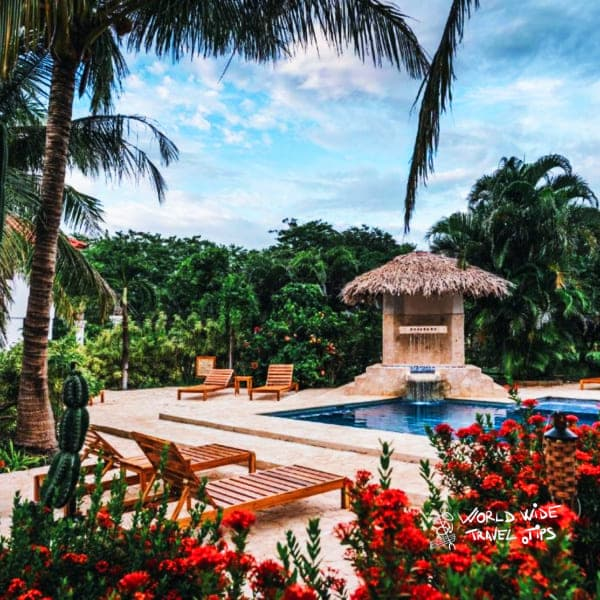 Drift Away Eco Lodge pool