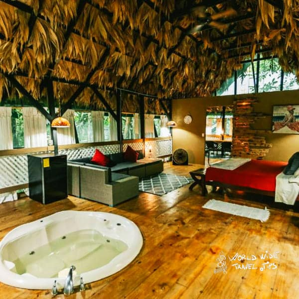 Almonds and Corals Room with Jacuzzi